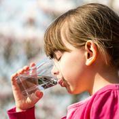 Vælg en øko-mælk og skån 200 liter grundvand for sprøjtegift