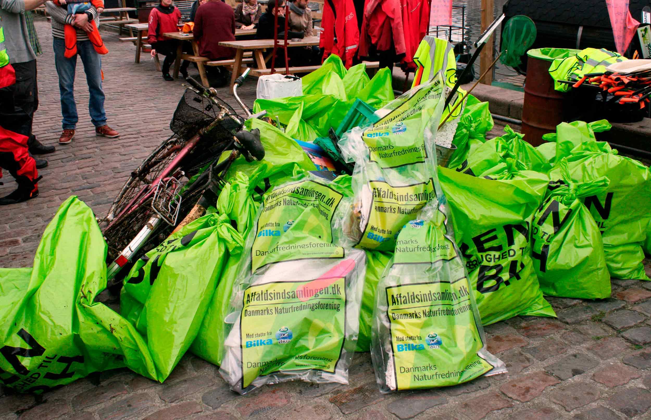 Pink dildo, to kg hash og et gebis: 154 tons skrald indsamlet