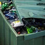 145 kødbakker: Så mange plastemballager smider vi ud