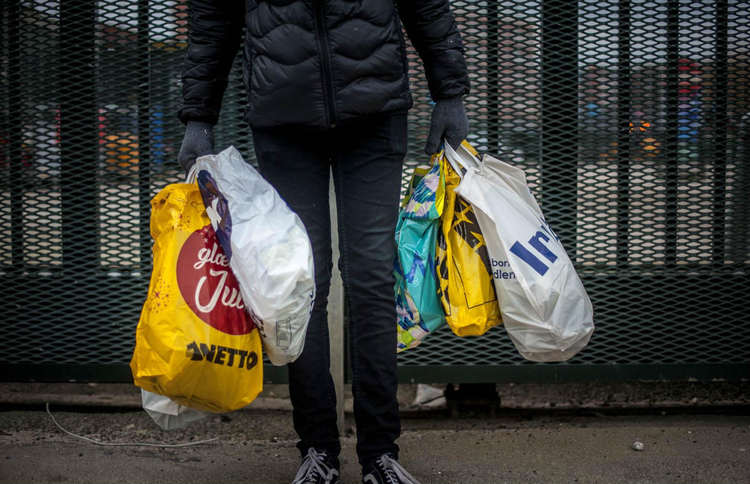 Slut med gratis plastikposer og mikroplast i kosmetik