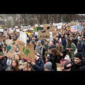 14-årige Frida strejker for klimaet: Vi skal tages seriøst