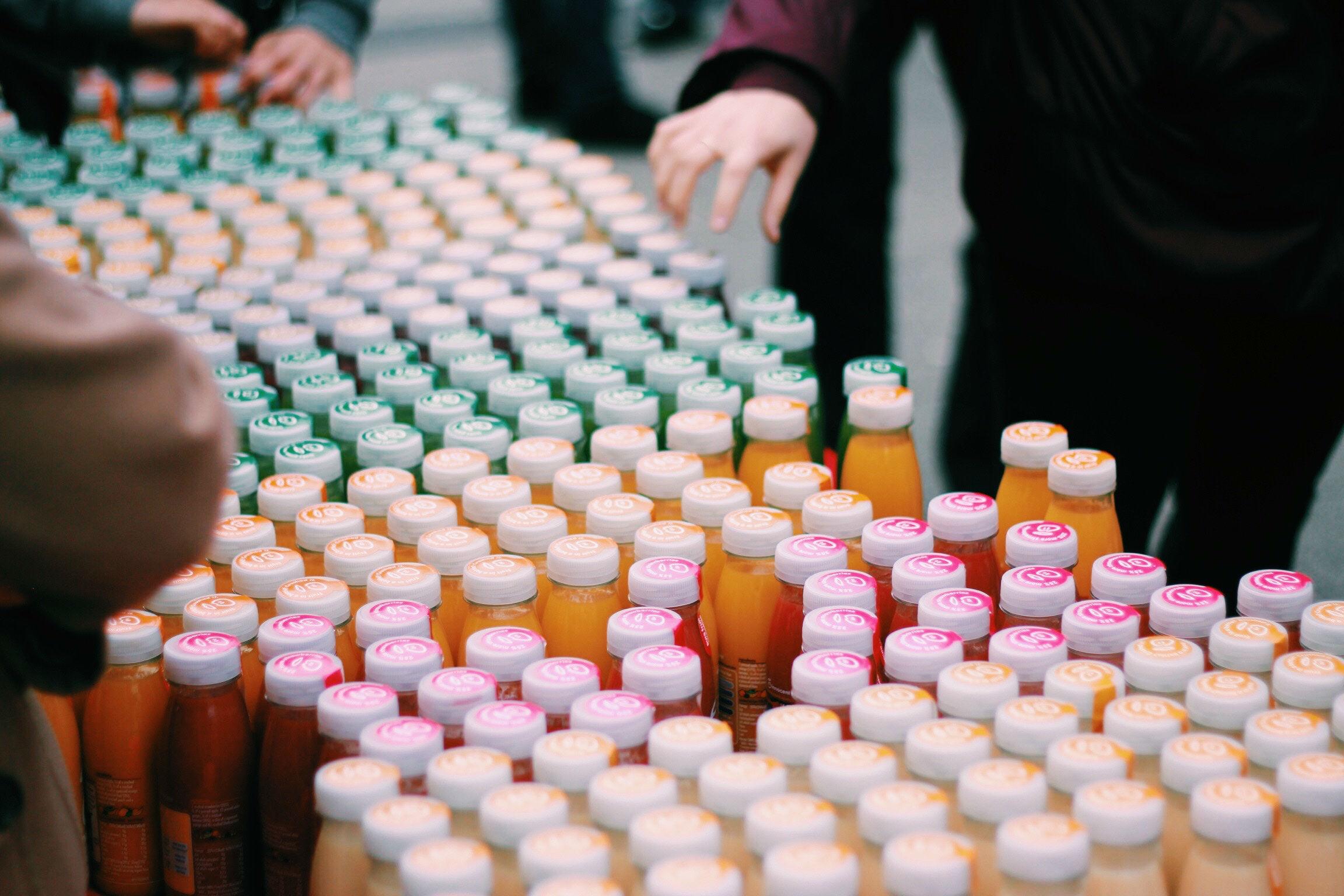 Sig farvel til vatpinde og sugerør af plast og goddag til pant på juice- og saftflasker