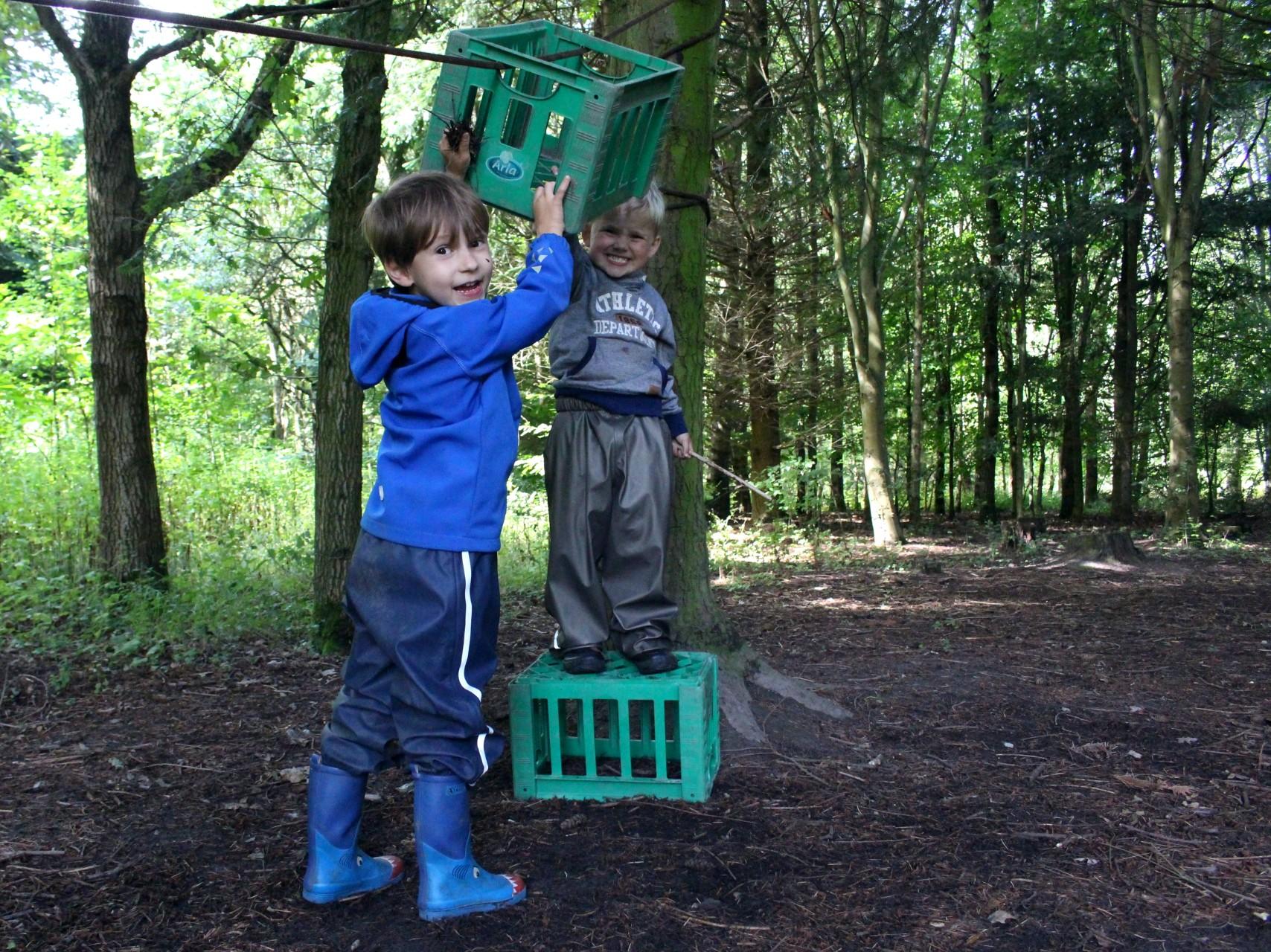 Forskere: Lad børn lege vildt i naturen