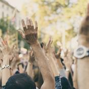 Banker og virksomheder går i klimakamp: Strejker i arbejdstiden