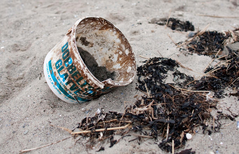 Pas på vores kyster: Saml affald på din strandtur